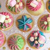 Bunte Mini Cupcakes