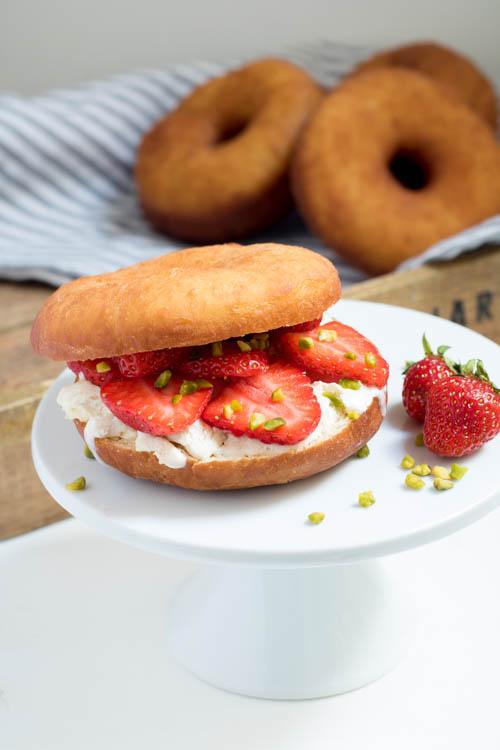 Rezept Donut Eis Sandwich mit Erdbeeren