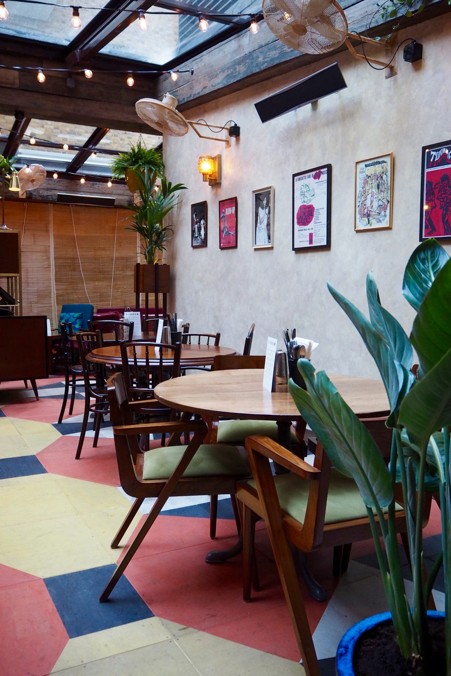 dishoom-carnaby-london-sixties-indian-restaurant-verandah