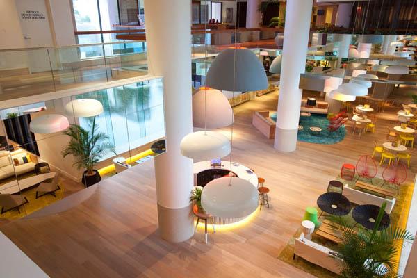 vibrant-qt-gold-coast-hotel-in-australias-surfers-paradise_eaova_0