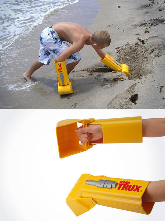 funny-hand-shovel-toy-sand-beach