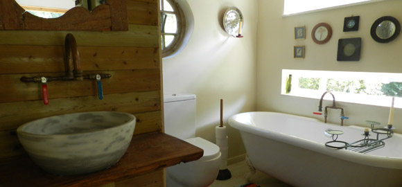 bathroom-at-the-arc-cabin-cambridgeshire_cs_gallery_preview