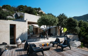 modern_vacation_rentals_corsica_france_004