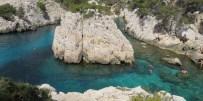 Swimming-at-Sugiton-Marseille