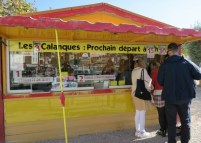Ticket-Kiosk-for-Calanque-Boat-Tours-Cassis-France-800x571