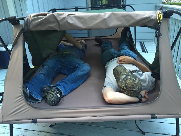 photo & Matras tent Cabelas Deluxe Tent Cot Double | Toffeplek