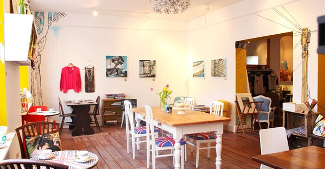 Artist-Residence-Cornwall-Penzance-interior-Gay-Friendly-Hotel-Review-by-Les-Deux-Messieurs