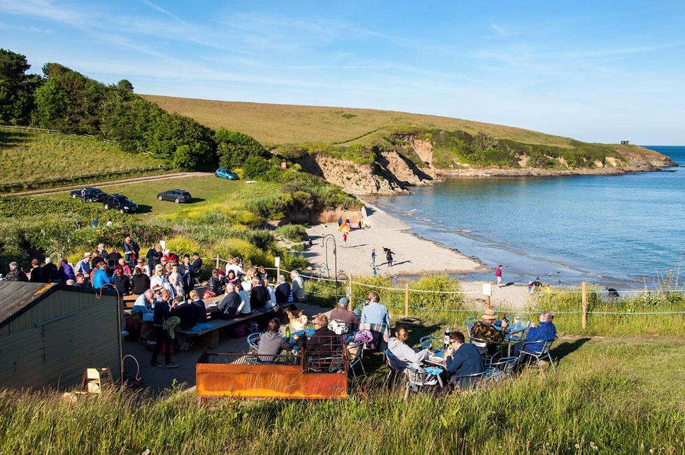 hidden-hut-beach-cafe-porthcurnick-beach