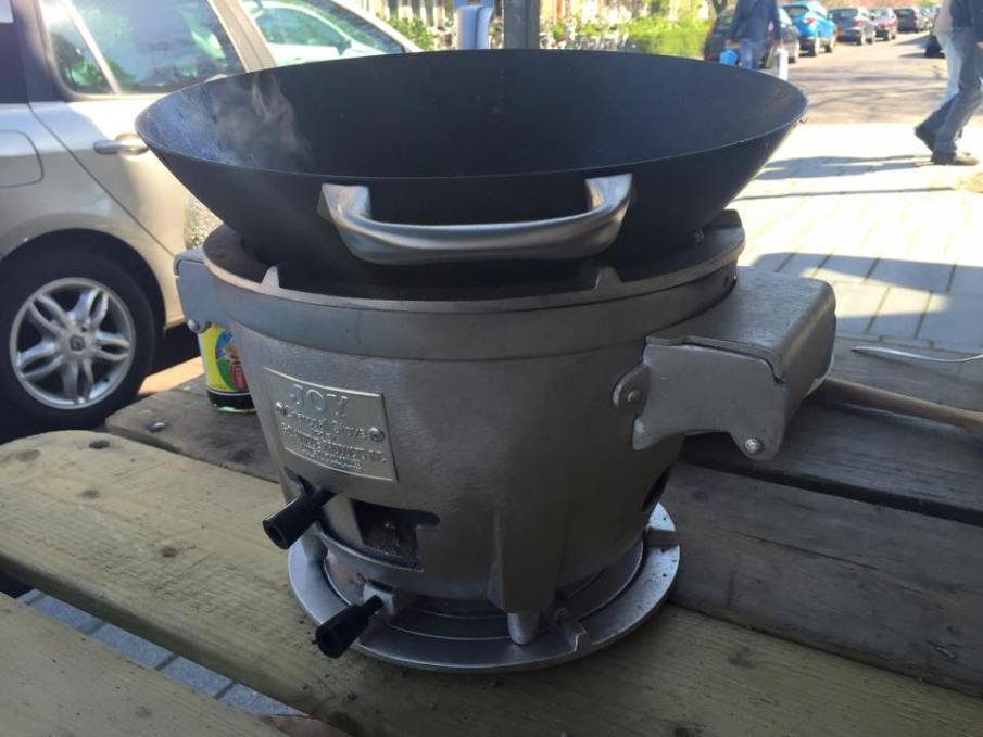 sfeer-Large-Joy-Charcoal-Stove-Kookings-Kookwinkel-Weert-met-wok