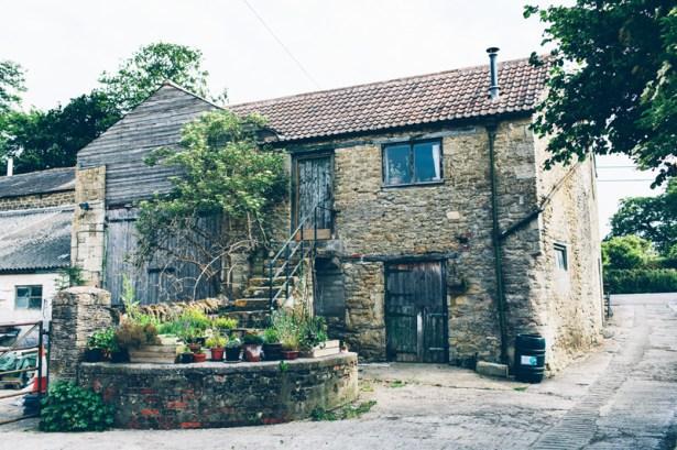 stowford-manor-farm-wiltshire-wedding-photography-tory-jon-002