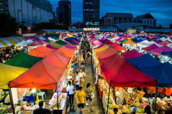 bangkok-rod-fai-market-0900
