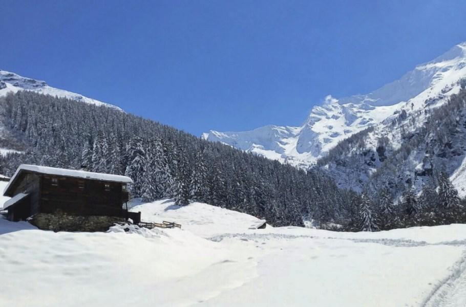 201705051831520.Huette-im-Schnee