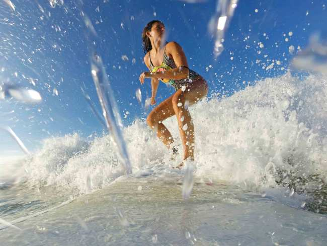 surfing_hiriketiya_bay_sri_lanka
