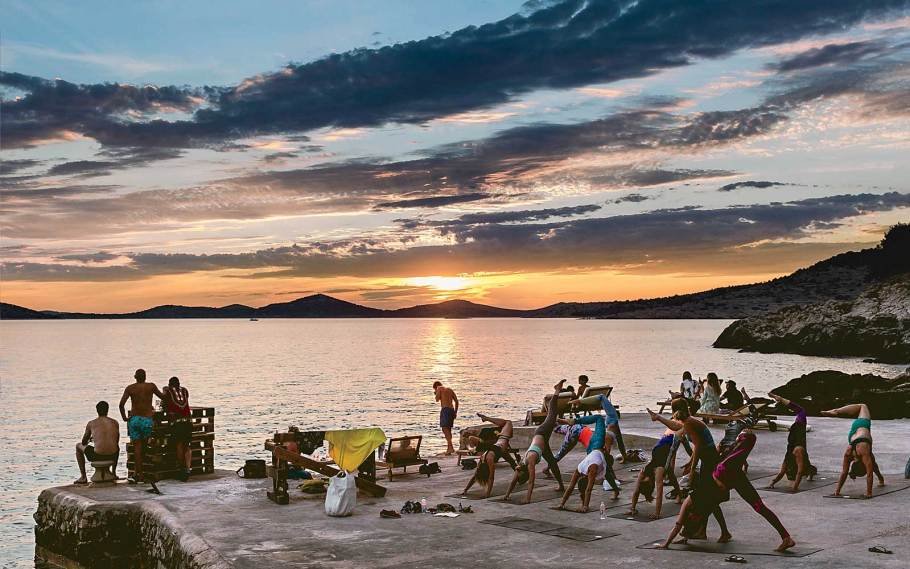 sunset-yoga-obonjan-croatia-OBONJAN0317