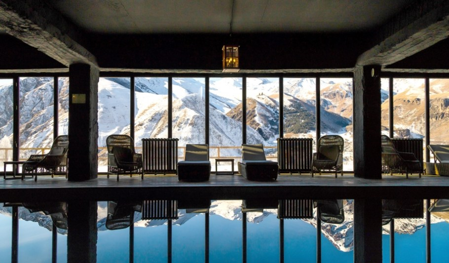 rooms-hotel-kazbegi-indoor-pool-mountain-view-M-01-r