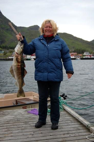 Lofoten 385a Tone Ramberg med fisk