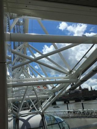 London Eye underifrån.