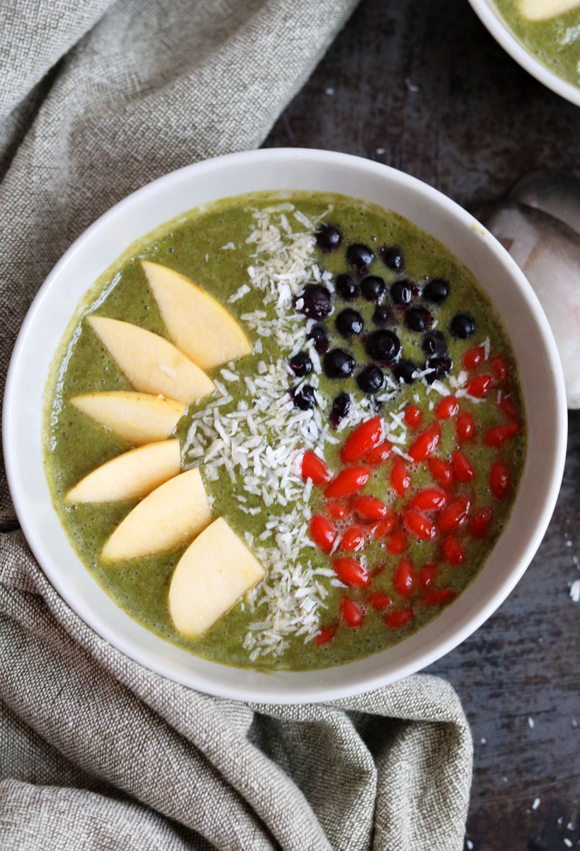 Healthy and delicious kale smoothie bowl   Tofobo Family