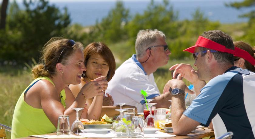 God mat och gott sällskap hos Tofta Strandpensionat