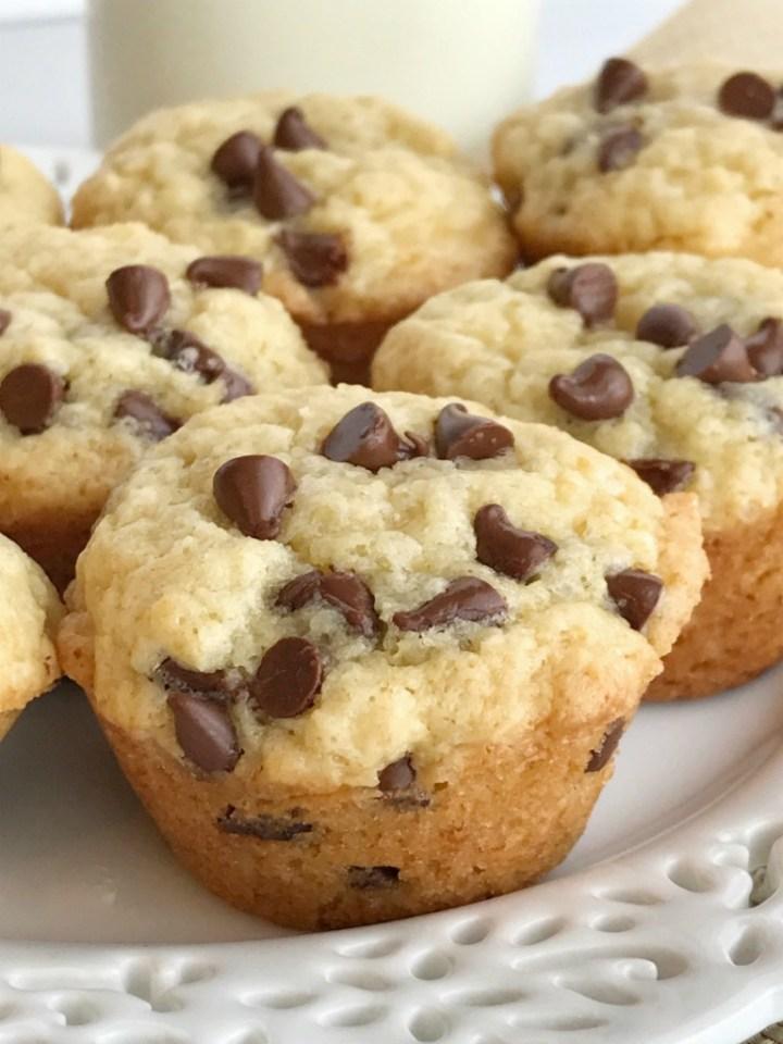 Muffins | Chocolate | Snack recipes | Mini muffins | Chocolate Chip Muffins | www.togetherasfamily.com