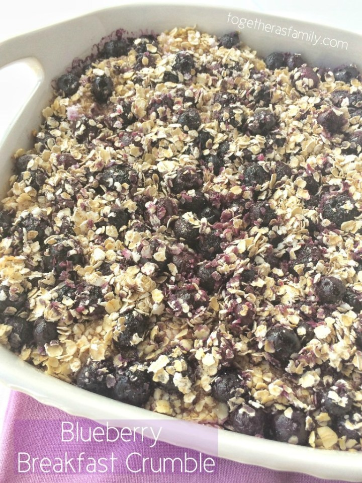 Blueberry breakfast crumble is full of sweet cinnamon & sugar biscuits tossed with blueberries and oats. This is a special breakfast treat and so yummy