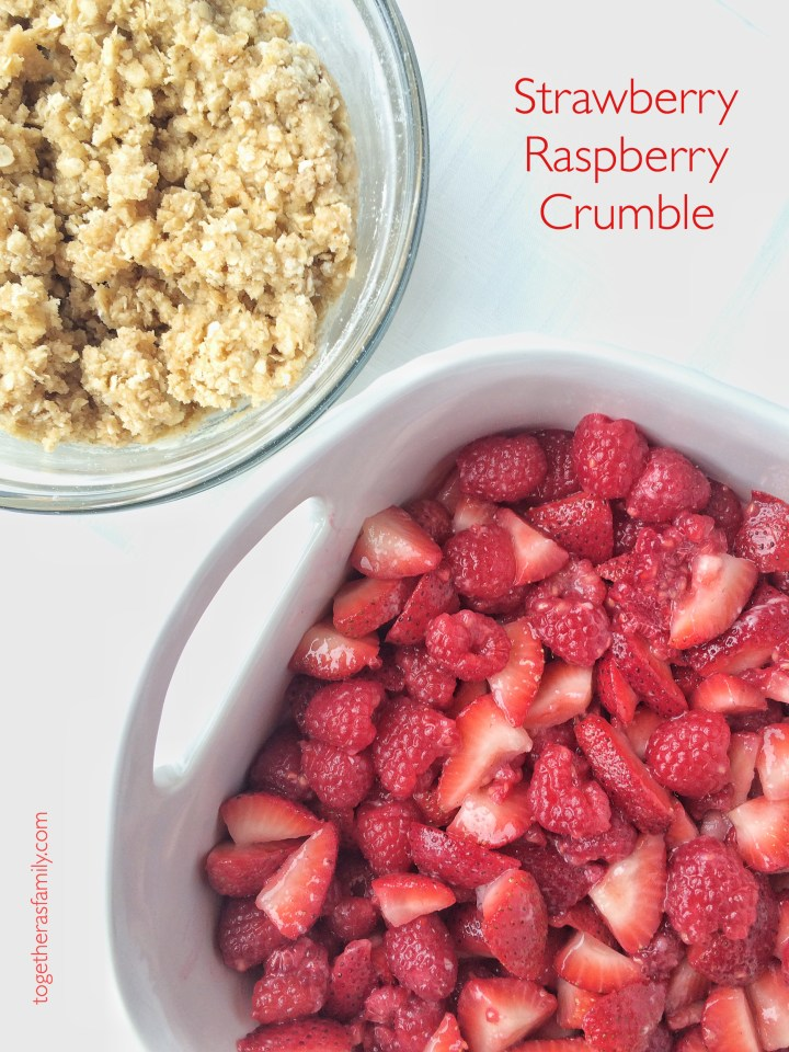 STRAWBERRY RASPBERRY CRUMBLE-  fresh, juicy berries with a crumbly sweet oat topping! www.togetherasfamily.com