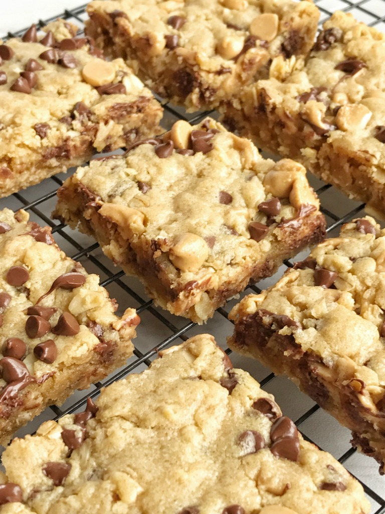 Oatmeal Chocolate Chip Peanut Butter Bars Are A Family Favorite Dessert  That Everyone Loves. Soft