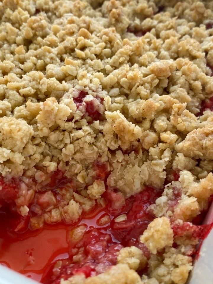 Strawberry Raspberry Crumble with juicy sweet fresh berries & topped with a sweet brown sugar oat buttery crumble. Serve with vanilla ice cream.