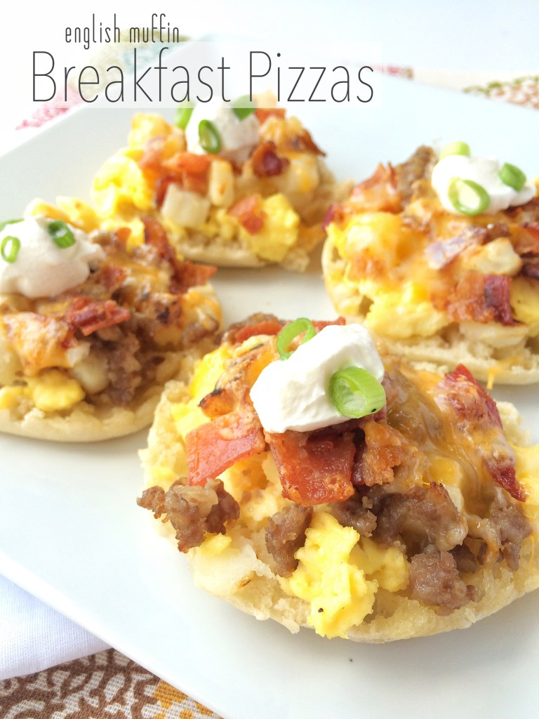 ENGLISH MUFFIN BREAKFAST PIZZAS | toasted garlic butter english muffins, topped with all your favorites! www.togetherasfamily.com