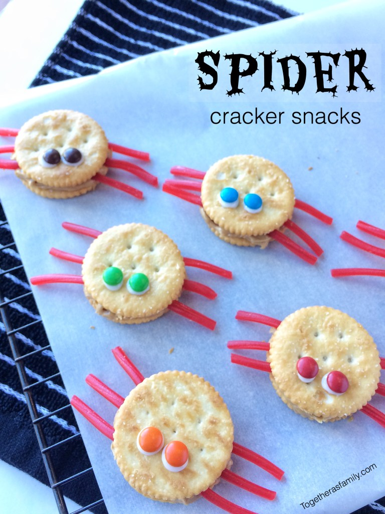 SPIDER CRACKER SNACKS | ritz crackers, peanut butter, pull n' peel licorice, and m&m's! www.togetherasfamily.com