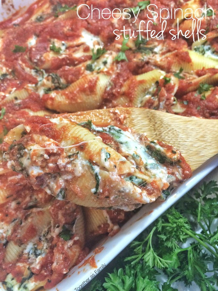 CHEESY SPINACH STUFFED SHELLS | www.togetherasfamily.com