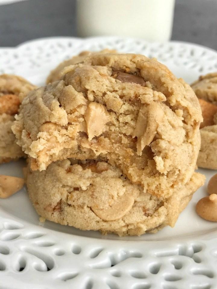Butterfinger Peanut Butter Cookies | Peanut Butter Cookies | Butterfingers | Dessert | Cookies | #cookies #peanutbutterdessert #peanutbutterrecipes #peanutbutter
