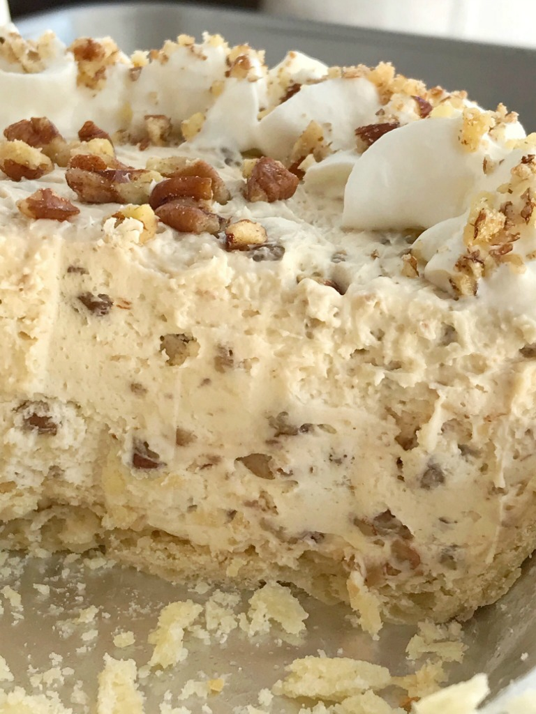 Pecan Cream Pie | Pecan Pie Recipe | Pecan pie just like the original but in a creamy, light, and fluffy pecan cream pie. Pie crust filled with a thick & creamy pecan mixture. This whipped cream pie is a delicious Fall twist to traditional cream pie and makes for an excellent Thanksgiving dessert. #thanksgivingrecipe #pie #pecanpie #nobake #dessertrecipe #recipeoftheday