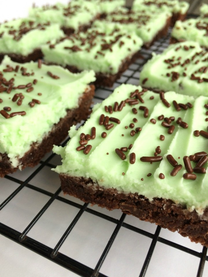 Mint Chocolate Cookie Bars are a delicious treat! An easy chocolate chunk cookie bar topped with the best mint frosting!