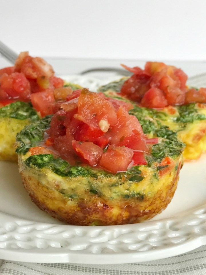 Egg muffin cups can be made ahead of time and stored in the fridge for a healthy breakfast all week. They make for a hearty and healthy breakfast before school too. Loaded with delicious & simple ingredients like eggs, spinach, and red pepper.