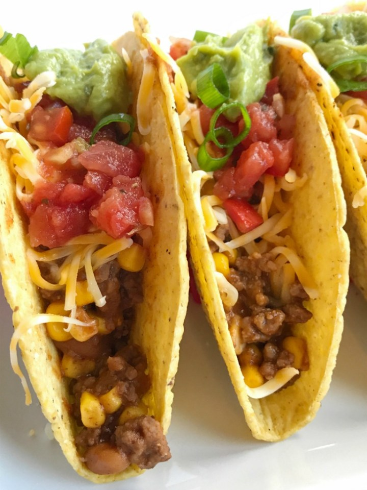 20 minutes and one skillet pan is all you need for these sweet & smoky bbq beef ranchero tacos. Baked beans, corn, and some Mexican spices come together for one delicious taco dinner that is sure to be become a family favorite.