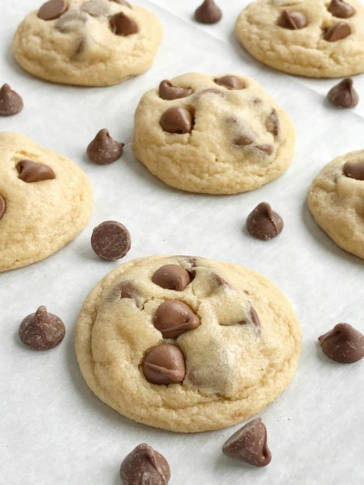 Easy bisquick chocolate chip cookies are soft-baked, thick, super chewy and so easy to make! All you need are 6 ingredients and one of them is convenient bisquick. It's a fast replacement for all the dry ingredients. These chocolate chip cookies are surprisingly one of the best version of the classic cookie.