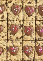 Reese's Hearts Oatmeal Chocolate Chip Cookie Bars | Cookie Bars | Oatmeal Chocolate Chip Cookies | Valentine's Day | Dessert Recipe | Together as Family #valentinesdayideas #reesesrecipes #dessertrecipes