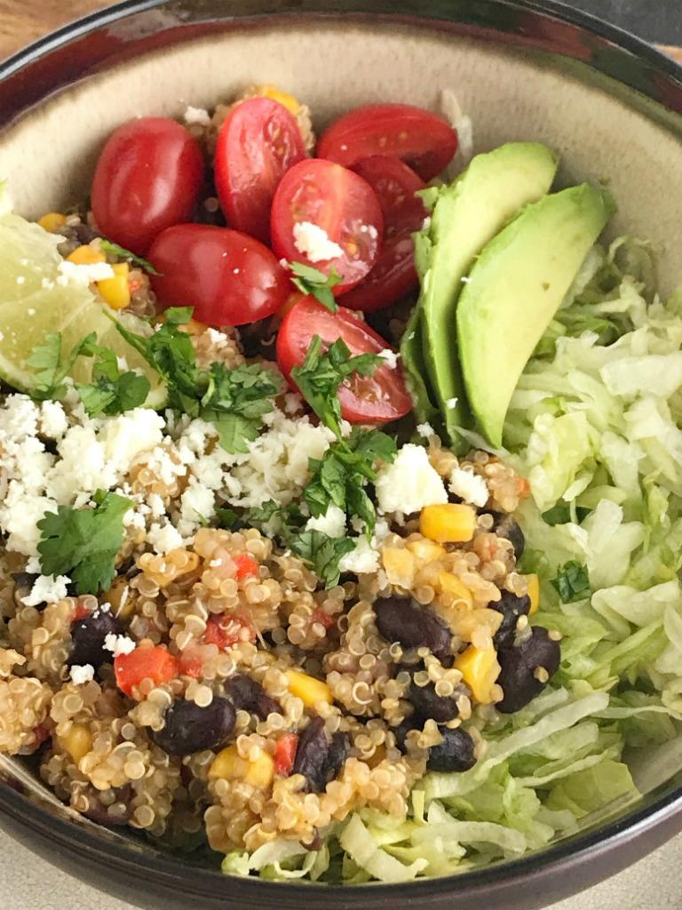 Instant Pot Quinoa Burrito Bowls | Burrito Bowls | Vegetarian | Instant Pot Recipes | Pressure Cooker Recipes | Quinoa Recipes | Instant Pot Quinoa Burrito Bowls are a quick and healthy dinner. Pile the quinoa burrito filling into bowls and top wtih your favorite taco toppings. #burritobowls #quinoarecipes #quinoa