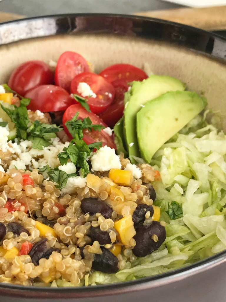 Instant Pot Quinoa Burrito Bowls | Burrito Bowls | Vegetarian | Instant Pot Recipes | Pressure Cooker Recipes | Quinoa Recipes | Instant Pot Quinoa Burrito Bowls are a quick and healthy dinner. Pile the quinoa burrito filling into bowls and top wtih your favorite taco toppings. #burritobowls #quinoarecipes #quinoa