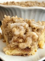 No Yeast Giant Cinnamon Roll | 5 Ingredients | Cinnamon Rolls | No yeast giant cinnamon roll is only 5 ingredients! This giant cinnamon roll has a crumbly sweet streusel toppings, takes just minute to prepare, and it requires no yeast! So easy, thanks to the refrigerated cinnamon rolls, that anyone can make it. #cinnamonrolls #easy #breakfastrecipes