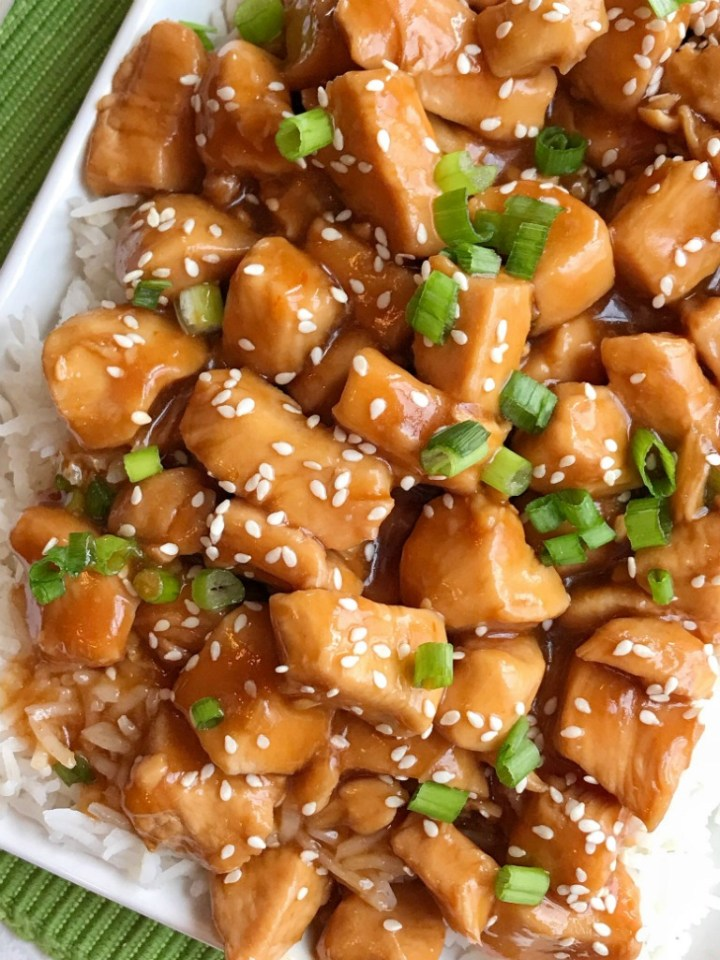 Instant Pot Honey Chicken | Instant Pot Recipes | Pressure Cooker | Chicken Recipe | Honey chicken made in the Instant Pot. Chunks of tender chicken cook in an easy homemade honey sesame sauce in the Instant Pot. Cooks for only 4 minutes! Serve over rice, and garnish with green onions for an easy and delicious dinner. #dinner #dinnerrecipes #chickenrecipe