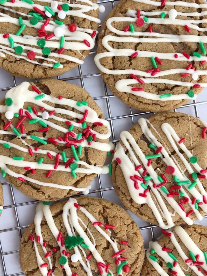 Christmas gingerdoodle cookies are a mix of a snickerdoodle cookie and a gingersnap cookies! No crispy cookies with this recipe. Soft, chewy gingersnap cookie that's rolled in sugar. Perfectly spiced that even kids will eat these. Decorate with a drizzle of white chocolate and Christmas sprinkles for the best Christmas cookies.