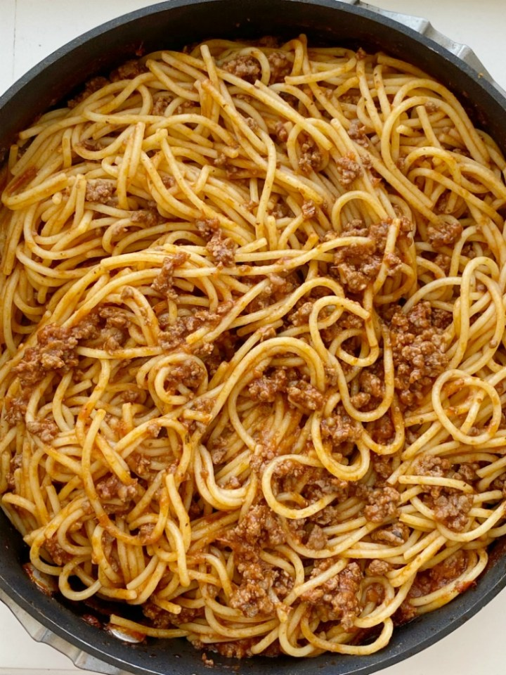 This easy Homemade Spaghetti Sauce Recipe with a homemade ground beef spaghetti sauce and spaghetti noodles. Delicious, kid-friendly dinner recipe that is a tried & true favorite.