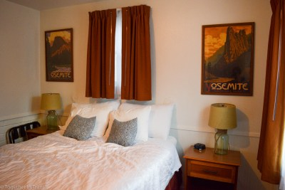 Cosy bedroom at June Lake Villager Hotel