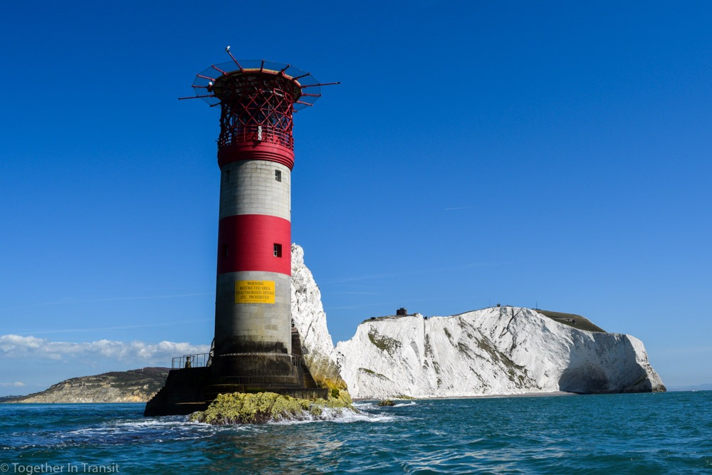The Isle of Wight in England has some interesting and fun facts that you should know if you are planning to visit! It's the perfect location for families and couples who love getting out in nature and seeing local attractions. togetherintransit.nl #travel #isleofwight #pureislandhappiness #UK