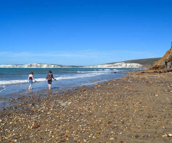 Summer On The Isle of Wight is a fantastic season to spend a few days on this UK mini paradise location. With fun, relaxing activities for all the family! togetherintransit.nl #travel #unitedkingdom #vacation #isleofwight