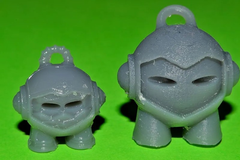 On the left, the Marvin Advanced, was printed with a layer height of 0.025mm and on the right, the original Marvin, was printed with a layer height of 0.1mm.