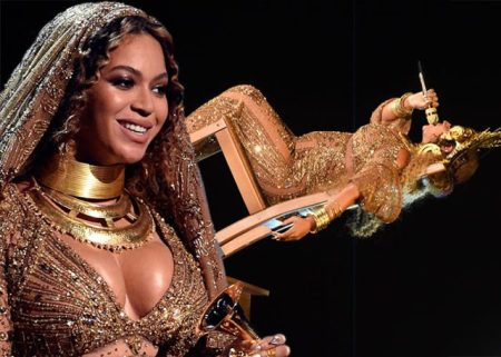 beyonce-chair-grammys-130217-640x457