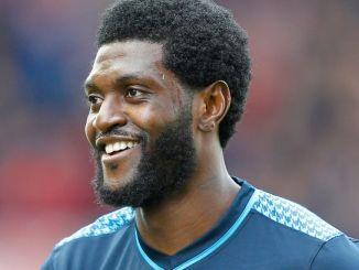 sheyi sheyi Angleterre: découvrez ce joueur de 20ans, sosie de Sheyi Adébayor [Vidéo]